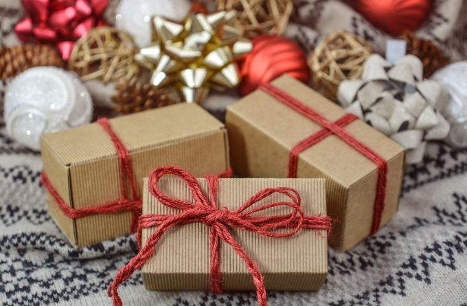 Mihin käärit joululahjasi?